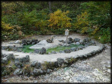 鬼の茶釜 草津温泉:観光・見所 湯畑  鬼の茶釜(草津温泉)